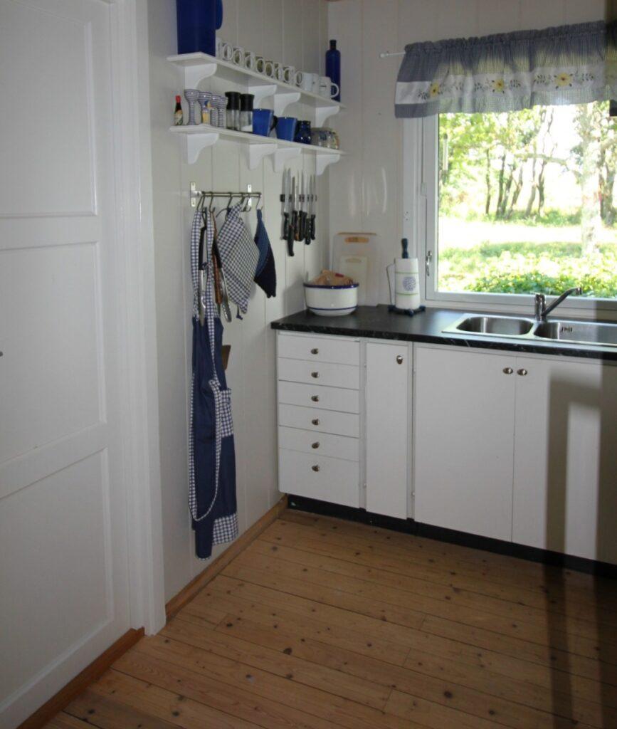 Oppussing av hyttekjøkkenet med nytt kjøleskap