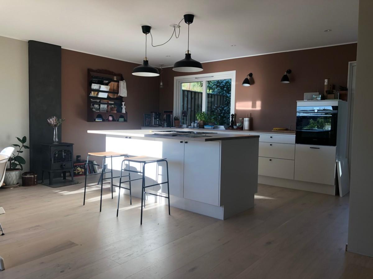 Nytt kjøkken på plass vist i dagslys