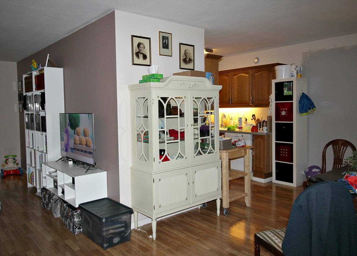 Kjøkkenet før oppussing sett fra stue