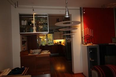Kjøkkenet før oppussing sett fra stua