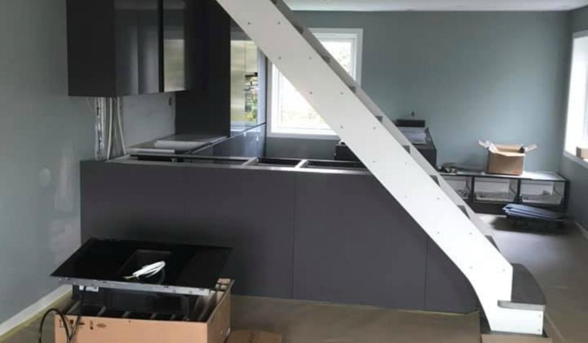 Nytt kjøkken under trappa