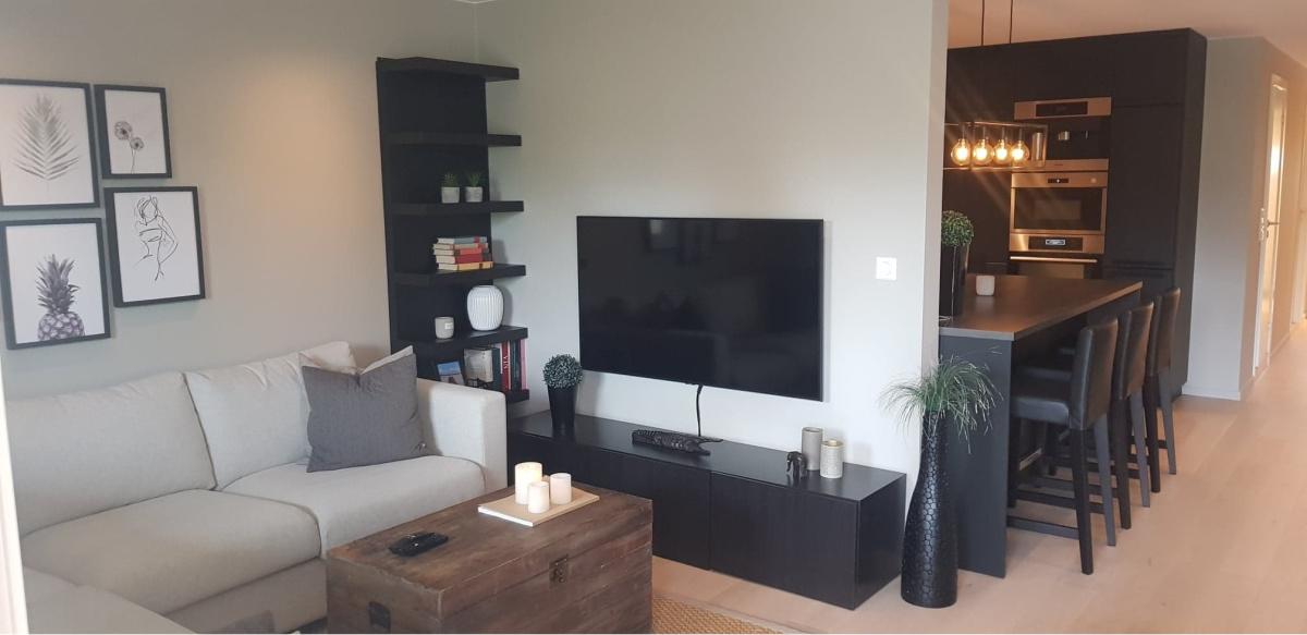 TV stue etter at kjøkkenet ble slått sammen med stue