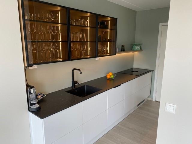 Kjøkkenet med benkeventilator