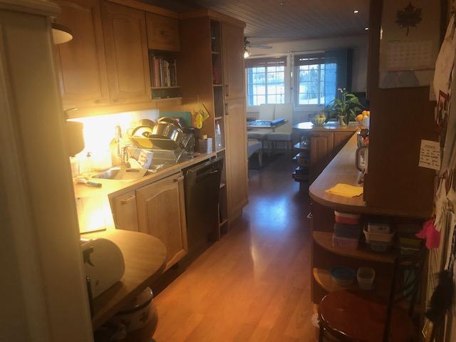 Kjøkkenet før oppussing sett mot stue