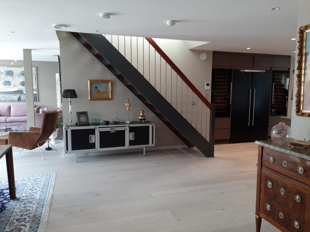 Kjøkkenet ble flyttet da leiligheten fikk ny planløsning