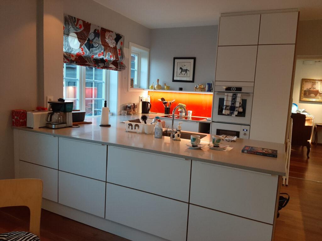 Kjøkkenet etter at veggen ønskes revet er borte